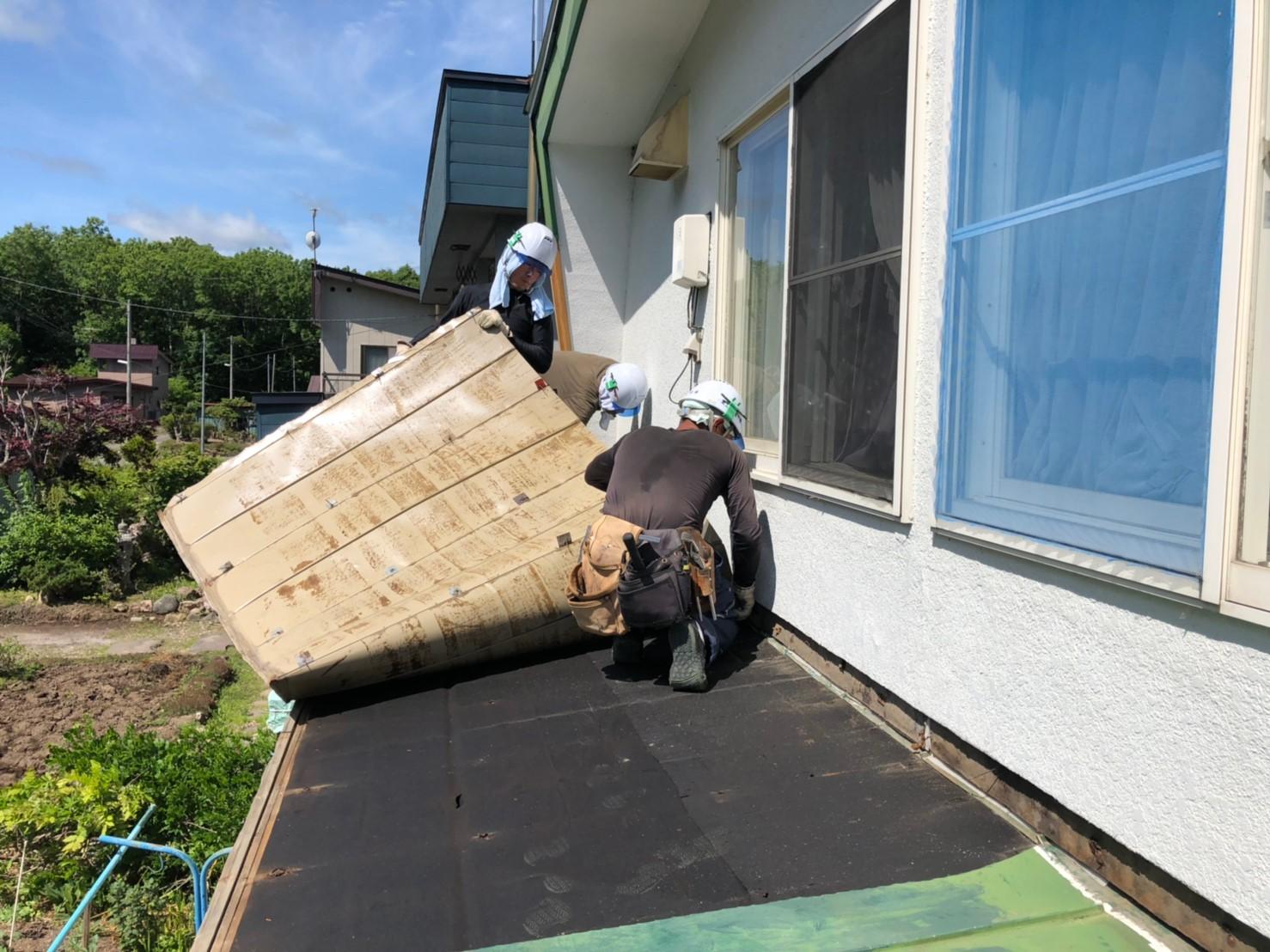 既存屋根剥がし作業