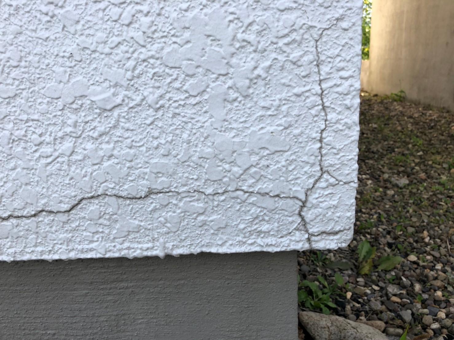 外壁ヒビ割れ部分